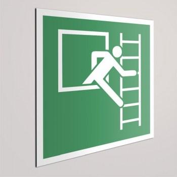 Rettungszeichen Notausstieg mit Fluchtleiter