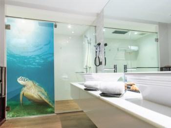 Wasserabweisende Folie für die Dusche