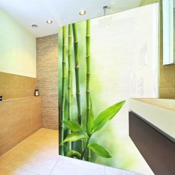 Dekor für Duschabtrennung. Hochwertiger Druck auf Glasdekorfolie