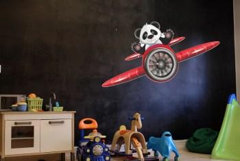 Wandtattoo Flugzeug mit wagemütigem Panda